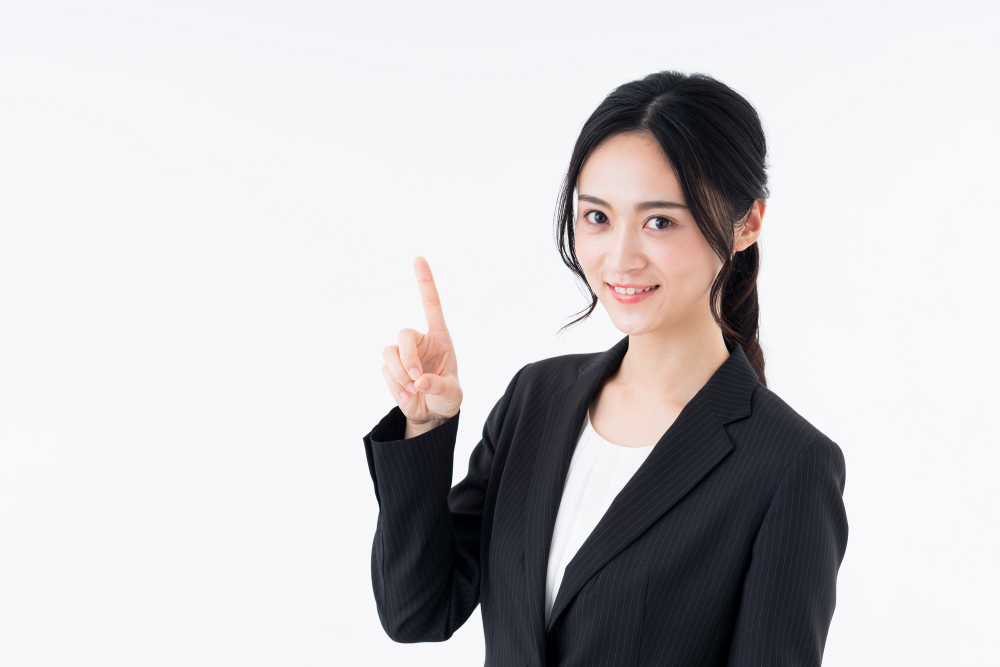 電子契約化に関するポイントを解説する女性